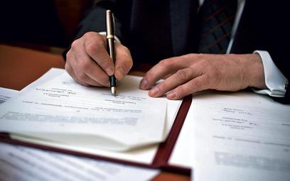 Pracodawca, który zwalnia grupowo, może szybciej rozwiązać umowy zawarte na czas określony