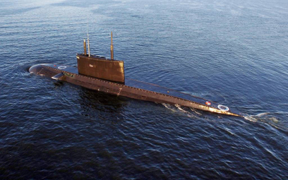 Okręt podwodny Magadan podczas prób morskich.