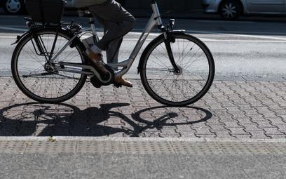Francuzi zamieniają auta na elektryczne rowery