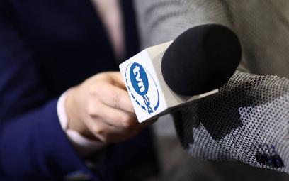 Sondaż: Większość Polaków broni TVN-u