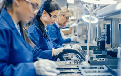 Firmy chętniej zwiększają zatrudnienie