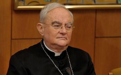 Arcybiskup Henryk Hoser jest w poważnym stanie w szpitalu. Biskup warszawsko-praski prosi o modlitwę
