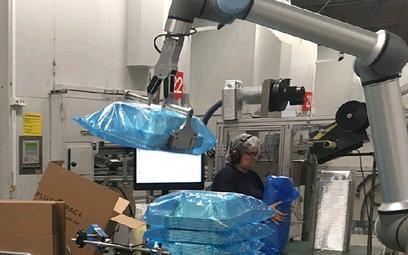 Dzięki robotowi współpracującemu pracownicy firmy Plus Pack przenoszą o 145 kg mniej produktów na go