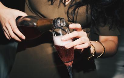 Nie tylko moda: pijemy coraz więcej trunków bezalkoholowych
