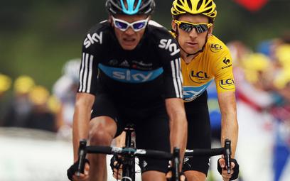 Chris Froome (czarna koszulka) i Bradley Wiggins mogli legalnie używać zakazanych kortykosteroidów