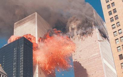 Drugi z porwanych samolotów uderza w Wieżę World Trade Center, 11 września 2001 roku