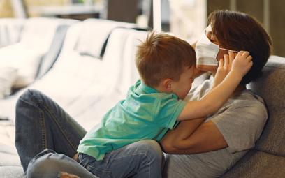 Hiszpańskie badanie: Dzieci prawie nie zarażają koronawirusem dorosłych