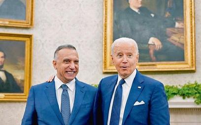 Przyjacielska atmosfera w Białym Domu; iracki premier Mustafa Kazimi (z lewej) i prezydent Joe Biden