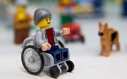 Ludzik Lego na wózku