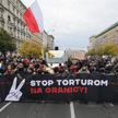 """Uczestnicy demonstracji """"Stop torturom na granicy"""" na ulicach Warszawy"""