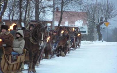 Coraz więcej Polaków decyduje się na spędzanie świąt i sylwestra poza domem, ale z rodziną