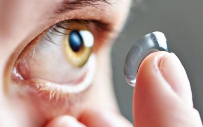 Czujniki w oku wykryją różnicę między naturalnym mrugnięciem a mrugnięciem w celu zrobienia zdjęcia