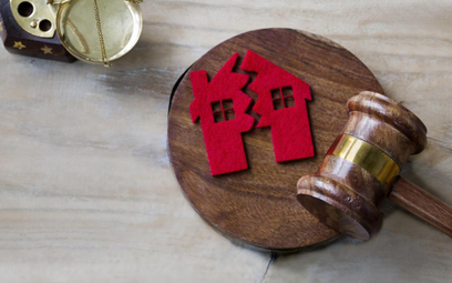 Sprzedaż nieruchomości: rozwodnik nie zapłaci podatku po podziale majątku