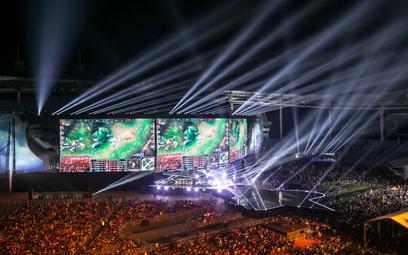 Rozgrywki e-sportu mają imponującą oprawę i przyciągały na arenę tylu widzów, co mecze piłki nożnej.