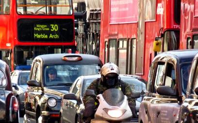 Wielka Brytania przyspieszy zakaz sprzedaży aut spalinowych