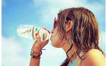 Upały sprzyjają zakupom wody