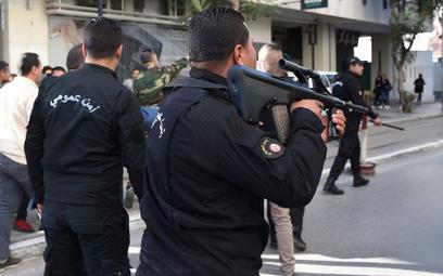 Tunezja: Zamach w centrum Tunisu. Atak na policjantów