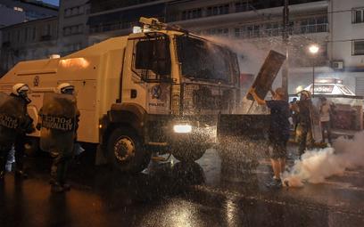 Grecja: Protest przeciw szczepieniom. Policja użyła gazu i armatek