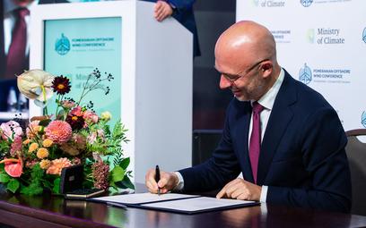 Michał Kurtyka podpisuje deklarację o współpracy z krajami Bałtyckimi w obszarze morskiej energetyki