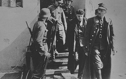 Franciszek Dąbrowski (pierwszy z prawej) po kapitulacji Westerplatte