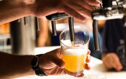 Statystyczny Niemiec wypija rocznie wannę alkoholu