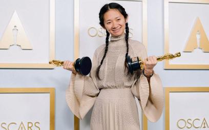Reżyserka Chloé Zhao odebrała dwa Oscary (za najlepszą reżyserię i najlepszy film) w trampkach