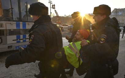 Moskwa: Żółte kamizelki przed siedzibą FSB na Łubiance. Zatrzymania