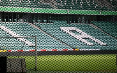 Widok pustych trybun nawet na najładniejszym stadionie jest smutny