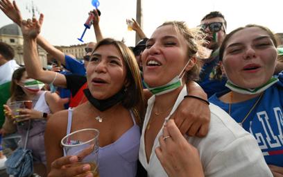 Włochy: Zniesiono obowiązek noszenia masek na zewnątrz