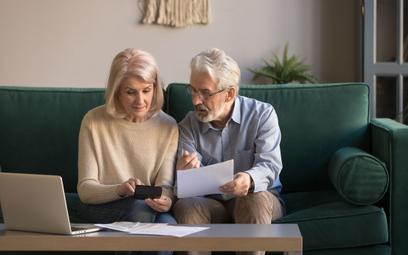 ZUS ostrzega seniorów w sprawie 14. emerytury. Można stracić pieniądze