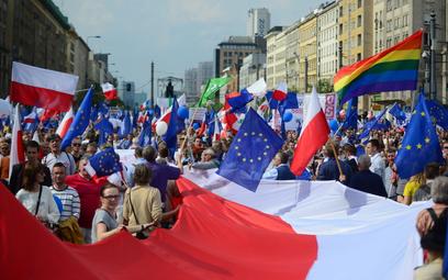 """Ile osób brało udział w """"Marszu Wolności"""". Policja odpowiada na zarzut """"oszustwa"""""""