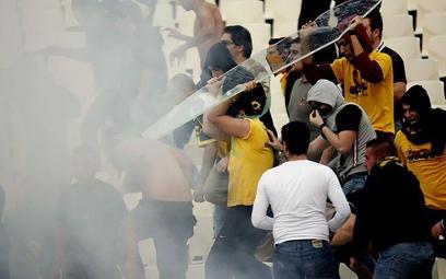 Zamieszki między kibicami AEK Ateny i Panathinaikosu w październiku 2006 roku