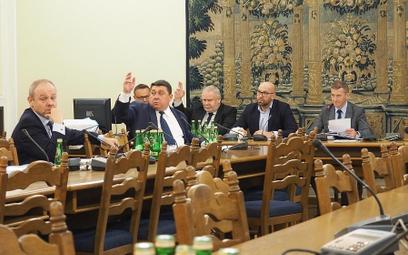 Projektodawcą poprawek korzystnych dla branży był poseł Grzegorz Janik (w środku).