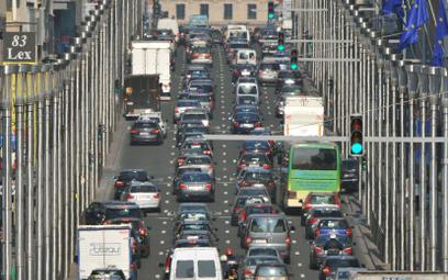 Bruksela zakaże wjazdu samochodów z silnikami spalinowymi