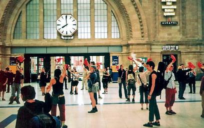 Grupa Ligna z Hamburga swój pomysł baletu radiowego realizowała m.in. na dworcach. Tym razem zaprosi