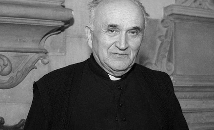 Wieloletni proboszcz katedry wawelskiej, kanonik Krakowskiej Kapituły Katedralnej. Miał 79 lat. (25