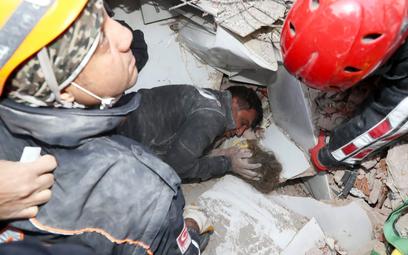 Turcja: Czterolatka uratowana po 91 godzinach pod gruzami