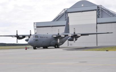 Średni samolot transportowy Lockheed C-130E Hercules Sił Powietrznych. Fot./Andrzej Kiński.