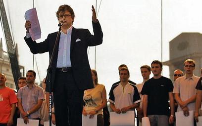Janusz Palikot (PO) mówił, że prezes PiS nie ma żony ani dzieci, więc nie zna problemów Polaków (fot