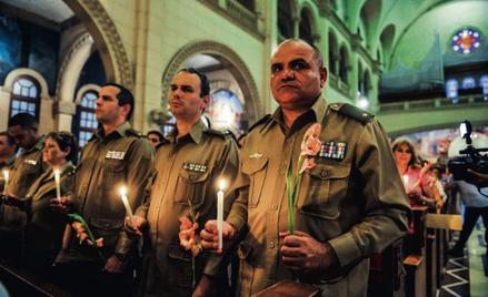 """""""To którą ręką się żegna...?"""" Kubańscy oficerowie na mszy w intencji pomyślnej kuracji prezydenta Ch"""