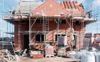 Nieduże domy jednorodzinne można będzie wznosić niemal bez formalności – zdecydował Sejm. Projektem