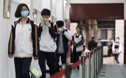 Chiny: Dzieci zmarły podczas WF-u. Powodem maseczki?