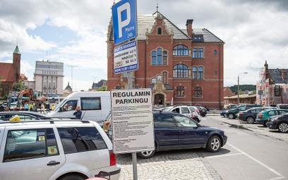 Płatne parkowanie przy dworcach PKP. Kolej stawia parkometry