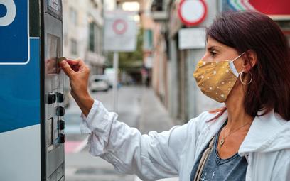 Pandemia to za mało, żeby czasowo zawiesić pobór opłat za parkowanie