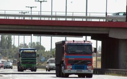 Tiry z paliwem pod nadzorem lokalizatora GPS