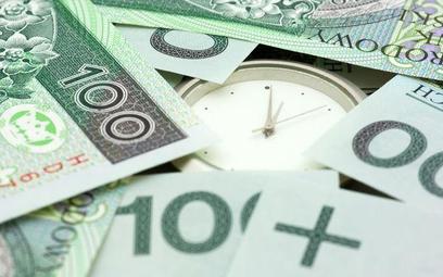 Rząd oszczędza na pensjach dla urzędników