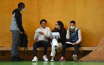 Uczniowie szkoły średniej w Londynie