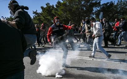 Grecy starli się z policją. Nie chcą obozów dla imigrantów
