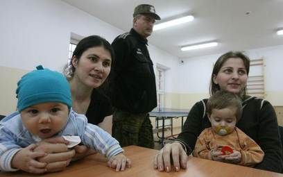 Cudzoziemcy są wydalani z Polski bez możliwości wyczerpania drogi sądowej ws. ubiegania się o status