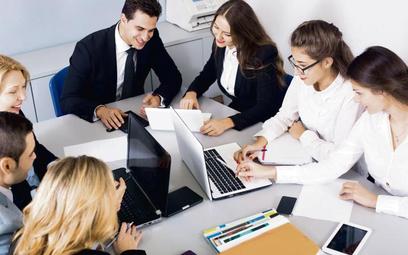 Zgodnie ze nowelizowanym kodeksem pracy okresy wypowiedzenia umów na czas określony są teraz identyc